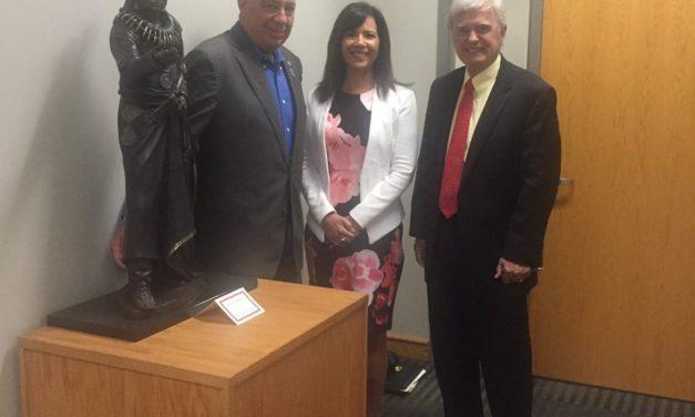 Judi gaiashkibos MEETS LIncoln mayor Chris Beutler
